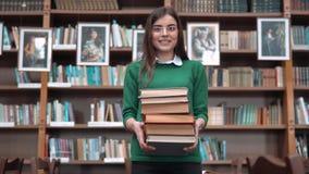 Portrait d'étudiant motivé banque de vidéos