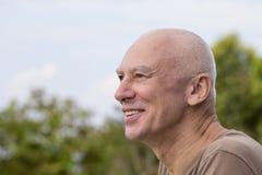 Portrait d'aînés, vieil homme caucasien contemplatif Images stock