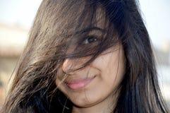 Portrait d'adolescente cachée de visage images libres de droits