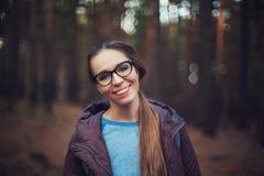 Portrait d'art de jolie femme heureuse images stock