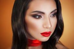 Portrait d'artiste de maquillage professionnel de belle fille de fille images stock