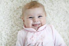 Portrait d'enfant nouveau-né adorable mignon de bébé Photographie stock libre de droits