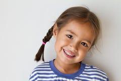 Portrait d'heureux, positif, souriant, fille espiègle Photographie stock libre de droits