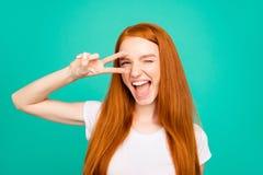 Portrait d'heureux SH vif lumineux mignon gai positif adorable photo stock