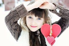 Portrait d'hiver de belle fille d'enfant Photo libre de droits
