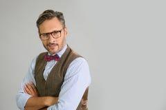 Portrait d'homme élégant avec des lunettes images libres de droits