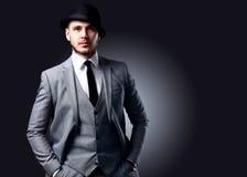 Portrait d'homme élégant bel dans le costume élégant Images libres de droits