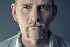 Portrait d'homme élégant dans son 50s Images stock