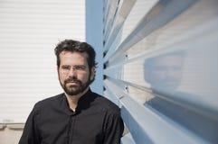 Portrait d'homme adulte avec la barbe et les verres Image stock
