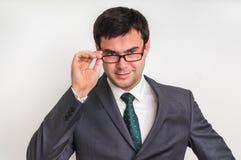 Portrait d'homme d'affaires réussi dans le costume d'isolement sur le blanc Images stock