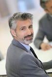 Portrait d'homme d'affaires exécutif réussi mûr photo stock