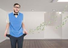 Portrait d'homme d'affaires se tenant dans l'immeuble de bureaux avec les poches vides représentant la perte d'argent Photos libres de droits