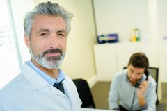 Portrait d'homme de docteur dans le bureau Photos libres de droits