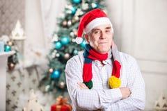 Portrait d'homme mûr dans le chapeau de Santa Image stock