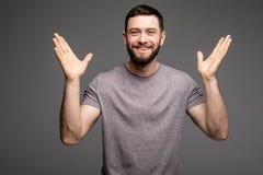 Portrait d'homme réussi heureux avec les mains augmentées Image libre de droits