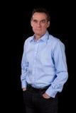Portrait d'homme Relaxed de sourire d'affaires dans la chemise bleue Photo libre de droits