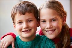 Portrait d'intérieur de frère And Sister Image libre de droits