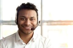 Portrait d'opérateur indien avec le casque photo stock