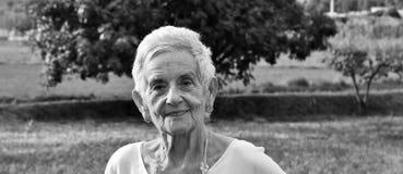 Portrait d'un aîné de femme Photos stock