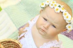 Portrait d'un bébé mignon dans une guirlande Image stock
