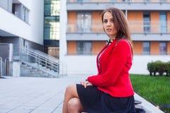 Portrait d'un bel exécutif femelle sûr. Photo libre de droits