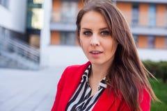 Portrait d'un bel exécutif femelle sûr. Photos libres de droits