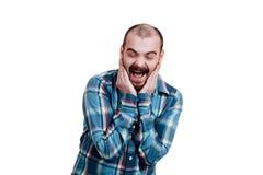 Portrait d'un brutal masculin rouge-barbu et presque chauve B d'isolement par blanc Image stock