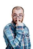 Portrait d'un brutal masculin rouge-barbu et presque chauve B d'isolement par blanc Photographie stock