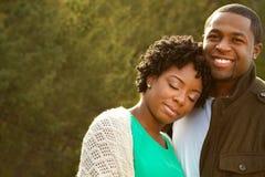 Portrait d'un couple affectueux d'Afro-américain photographie stock