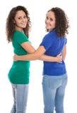 Portrait d'un couple d'isolement de vraies soeurs jumelles au-dessus de W blanc Photos stock