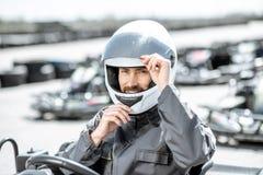 Portrait d'un coureur professionnel de kart photo libre de droits