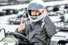 Portrait d'un coureur professionnel de kart image stock