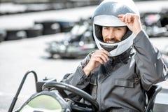 Portrait d'un coureur professionnel de kart images stock