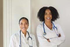 Portrait d'un docteur de femelle d'Afro-américain image stock