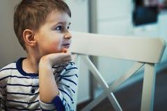Portrait d'un enfant de pensée photos stock