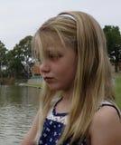Portrait d'un enfant inquiété. Image stock