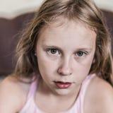 Portrait d'un enfant réveillé photos stock