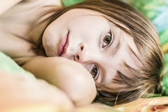 Portrait d'un enfant réveillé Photo stock