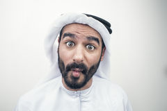 Portrait d'un homme Arabe choqué, homme Arabe avec une expression du visage étonnée Photographie stock