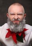 Portrait d'un homme avec la longue barbe peinte dans le blanc Image libre de droits
