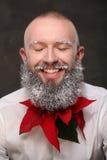 Portrait d'un homme avec la longue barbe peinte dans le blanc Photographie stock libre de droits