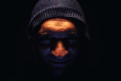 Portrait d'un homme avec le capot images libres de droits