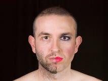 Portrait d'un homme avec le demi maquillage de visage en tant que femme Images stock
