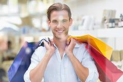 Portrait d'un homme de sourire avec des paniers Image libre de droits