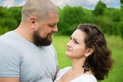 Portrait d'un homme fort et d'une femme Photo libre de droits