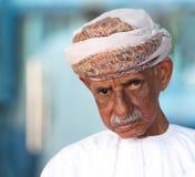 Portrait d'un homme omanais dans une robe omanaise traditionnelle Nizwa, Oman - 15/OCT/2016 Photo stock