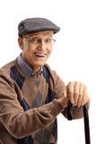 Portrait d'un homme plus âgé heureux avec une canne photographie stock libre de droits