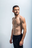 Portrait d'un homme sans chemise musculaire sexy Photo stock