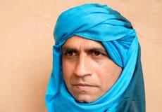 Portrait d'un homme utilisant un turban de Touareg Images libres de droits