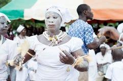 Portrait d'un initié de femme dans la danse traditionnelle de robe Photos stock
